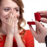 婚約指輪はいつつけるべき?結婚後でも付ける機会はあります!